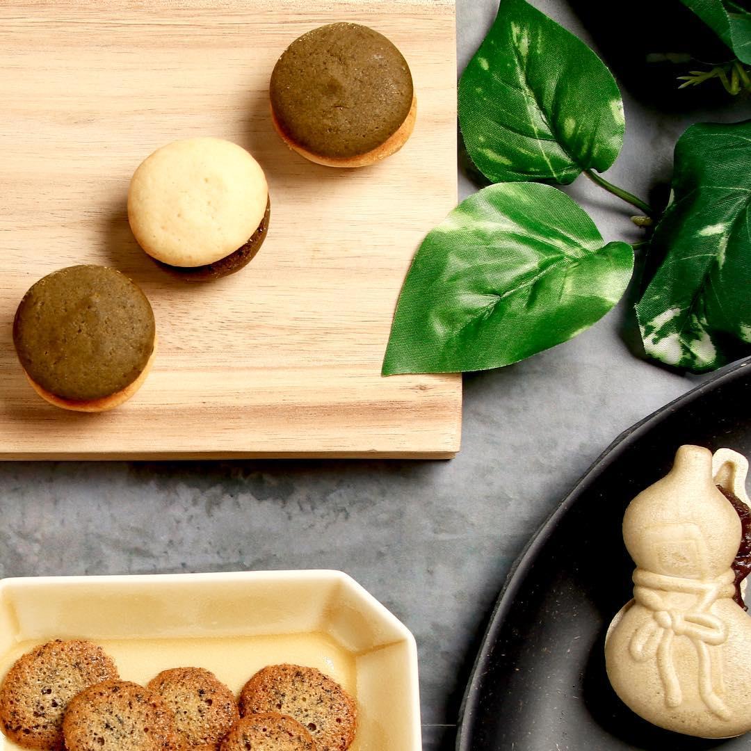 ひとくちほうじ茶スイーツ🍵 『茶鈴』のご紹介です💁🏻(写真左上) . 今年8月に発売されてから 少しずつお客様に…