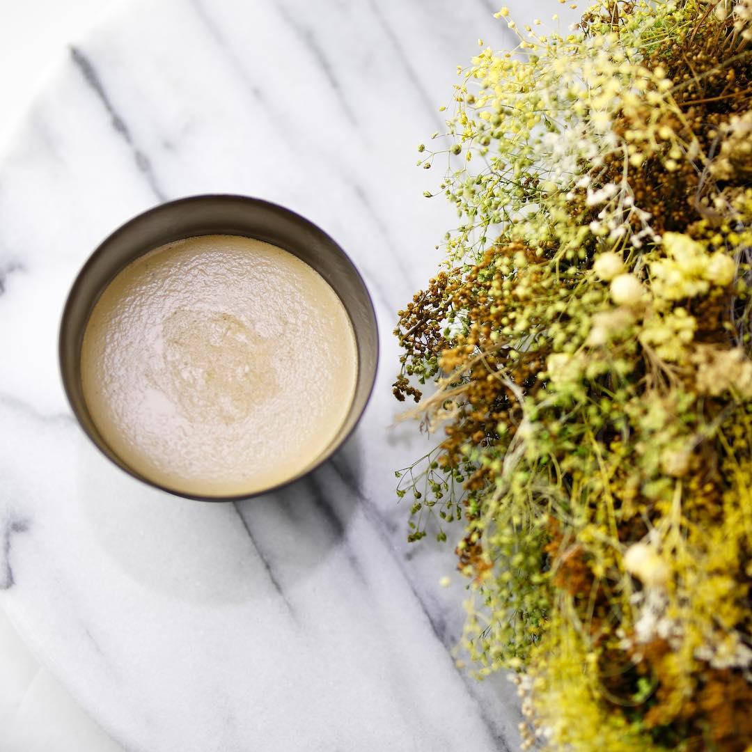 ほうじの香りが口いっぱいにとろける🤤✨ 味わい豊かな『ほうじ茶プリン』🍮 . 期間限定で季節を感じる食材とコラボ…