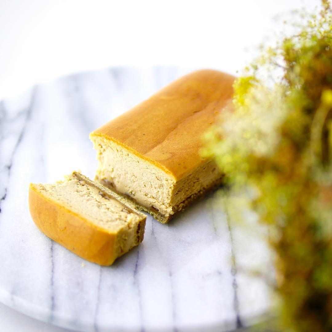 芳醇なほうじ茶が香る 『ほうじ茶チーズケーキ』🤤✨ . 人気がうなぎのぼりな商品です📈✨ . こだわりのほうじ茶…
