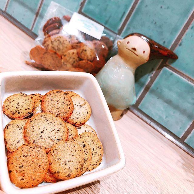 .いつもありがとうございますお茶の菓さいさい神戸マルイ店です。..ほうじ茶 ラングドシャ再入荷致しました♀️!.サクサク食感、ほんのり香るほうじ茶がくせになります️..#お茶の菓さいさい#ほうじ茶#ほうじ茶スイーツ#ラングドシャ#クッキー#神戸マルイ