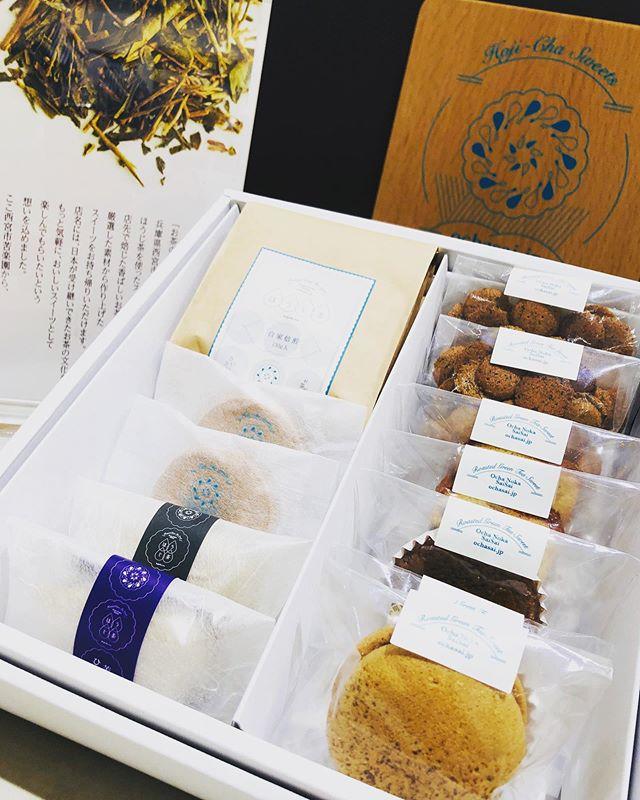 .いつもありがとうございますお茶の菓さいさい神戸マルイ店です!..年末年始、帰省の手土産やお年賀にもおすすめのギフトセットご紹介です️.当店自慢の焼き菓子やほうじ茶を、お好みで詰め合わせさせて頂きます️◎店頭にはおすすめのギフトセットもご用意していますので、スタッフまでお気軽にお声がけ下さいね️..オンラインストアはこちらからご覧下さい↓↓https://ochasai.stores.jp.#ほうじ茶#ほうじ茶スイーツ#ギフト#手土産スイーツ #お年賀#神戸マルイ